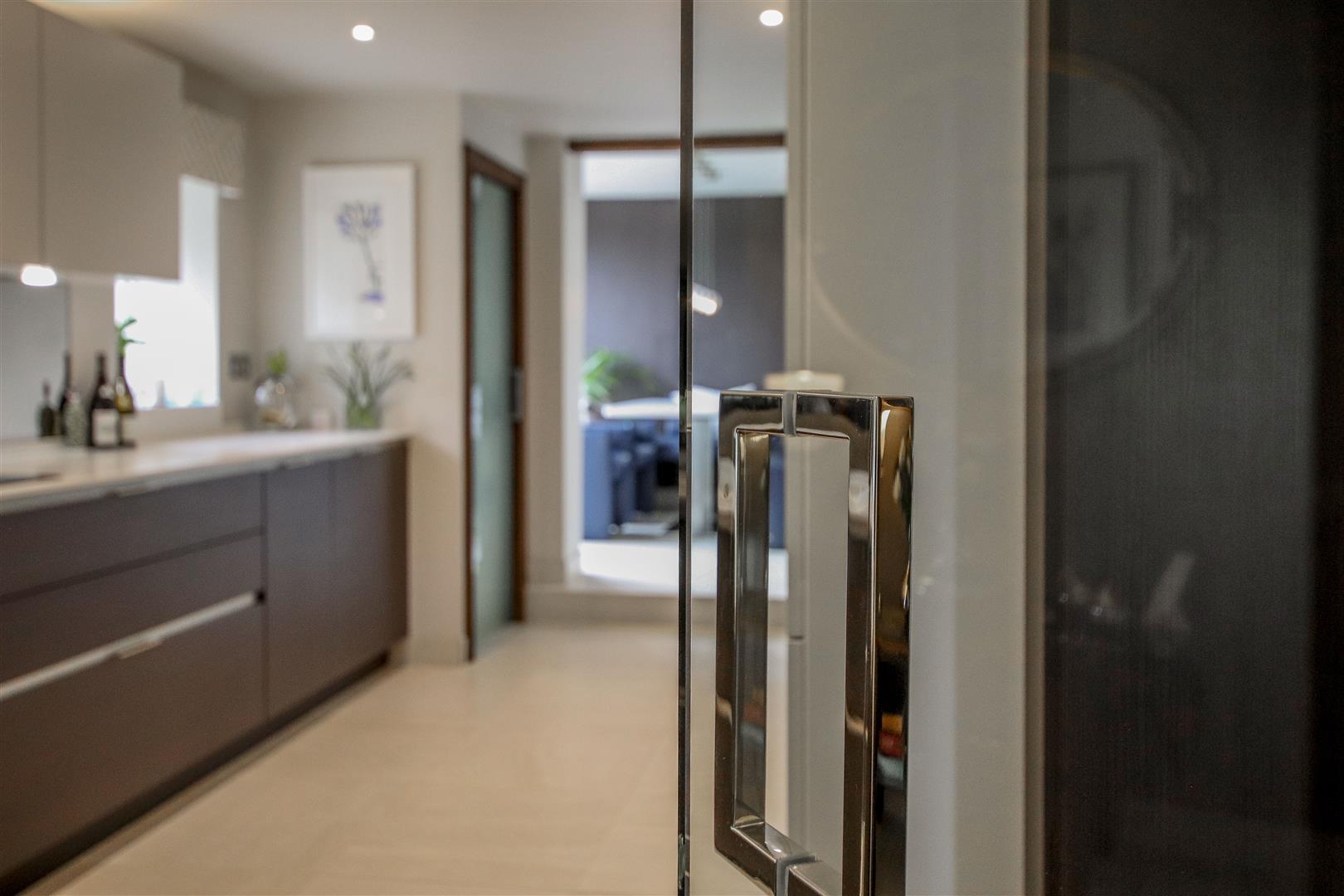 5 Bedroom Semi-detached House For Sale - 6.JPG